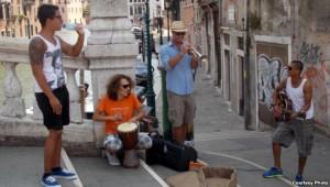 На вуліцах Вэнэцыі з барабанам