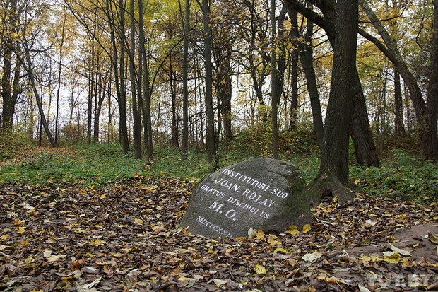 Камень в честь учителя М. К. Огинского - Жана Роле